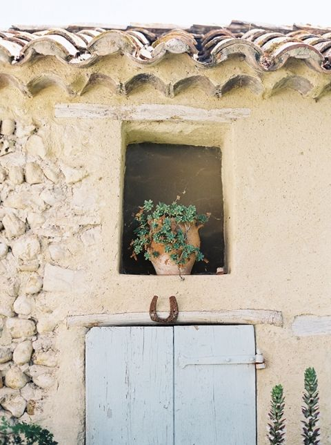 Terra Cotta Walls and Old Horse Shoes | Kristen Kilpatrick Photography | Love Amongst the Lavender Fields of Provence