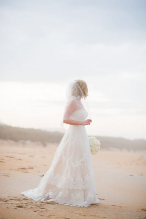 The Perfect Wedding Dress For A Beach Bride Hey Wedding Lady - Blush Beach Wedding Dress
