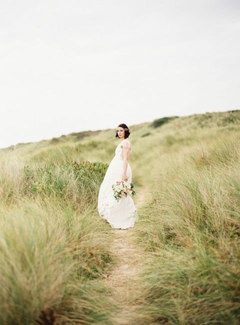 Elegant Bride on the Dunes | Sarah Hannam Photography | The Perfect Wedding Dress for a Beach Bride!