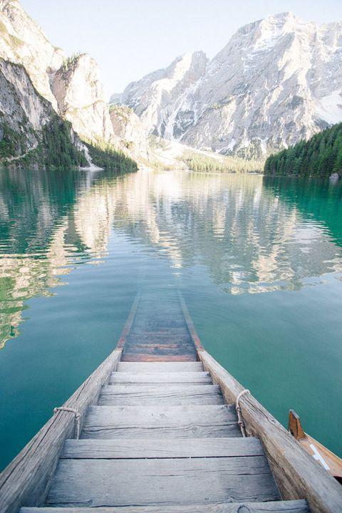 Gorgeous Alpine Lake in the Summer | Sandra Aberg Photography | Destination Engagement on a Midsummer Lake