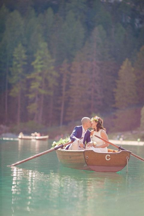 Adorable Boating Engagement | Sandra Aberg Photography | Destination Engagement on a Midsummer Lake