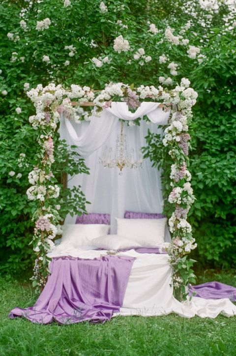 Canopy Bed Draped in Floral Garlands | Warmphoto | Sleeping Beauty - An Enchanted Bridal Morning