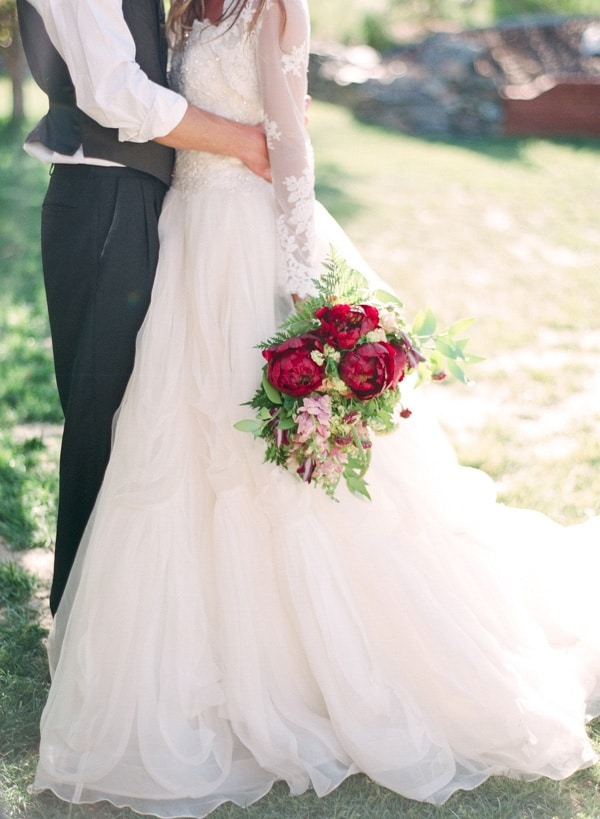 Peony and lace outdoor summer wedding hey wedding lady for Wedding dresses for summer outdoor weddings