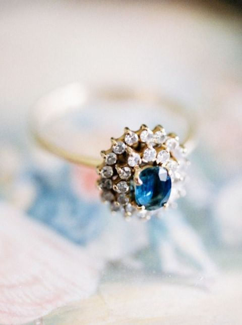 Vintage Sapphire Engagement Ring | Brancoprata Photography | Bold and Bright Wedding in Blue and Gold