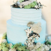 Shell and Moss Coastal Wedding Cake | Luna de Mare Photography | Glam Beach Bride