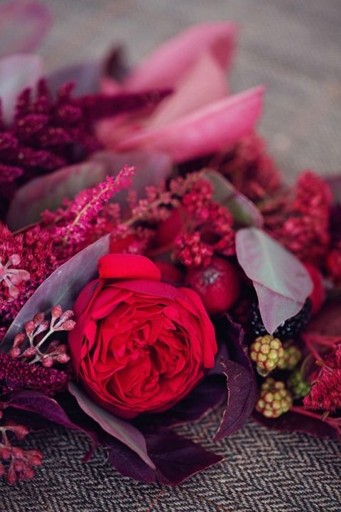 Lush Fall Flowers | Peaches and Mint | Still Life Inspired Autumn Wedding
