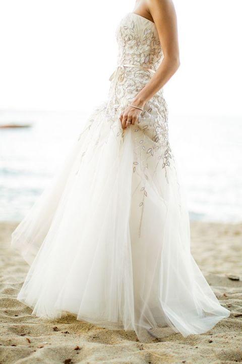 The Perfect Beach Wedding Dress 24 Fresh Floral Carolina Herrera Wedding