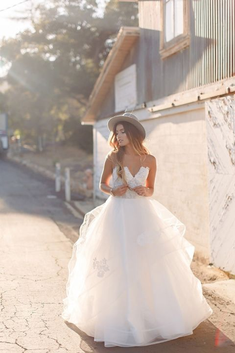Lace and Tulle Wedding Dress | K. Holly Photography | Modern Bridal Glam from Hayley Paige and Haute Bride!