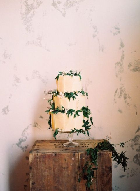 Simple Jasmine Vine Wedding Cake in White and Green | Nicole Berrett Photography | https://heyweddinglady.com/modern-preppy-wedding-black-gold-emerald-mixed-prints/