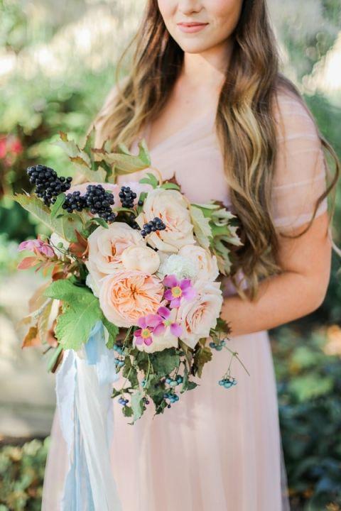Berry and Garden Rose Bouquet | Jennifer Munoz Photography | https://heyweddinglady.com/garden-romance-rose-quartz-serenity/