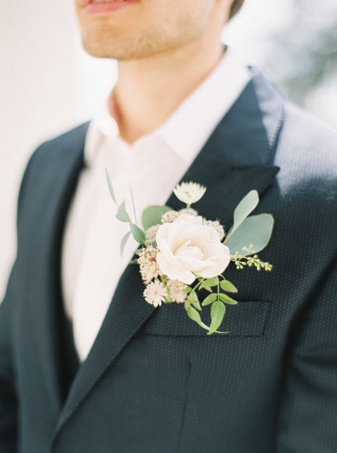 Elegant Natural Boutonniere | Zosia Zachariah Photography | http://heyweddinglady.com/rustic-elegant-wine-country-wedding-inspiration-to-reality/
