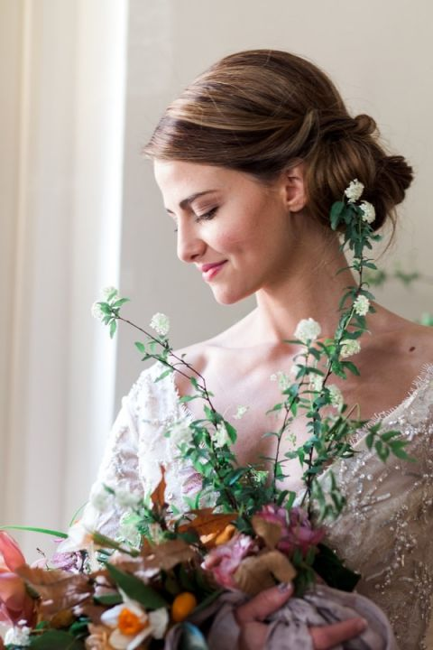 Graceful Vintage Bridal Style with an Organic Bouquet