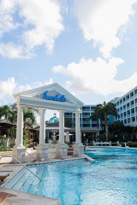 Swim Up Bar and Sandals Royal Bahamian