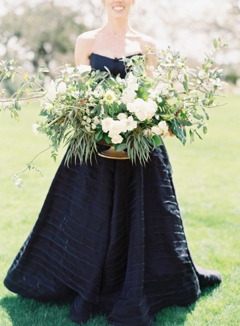 Organic Industrial Wedding Ideas in Black and Gold - Hey Wedding Lady