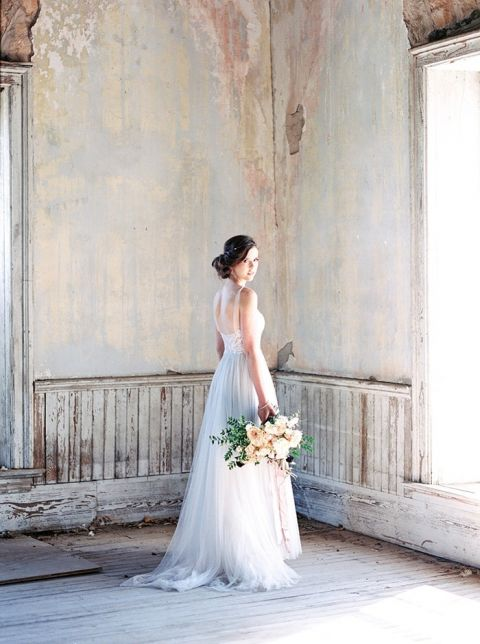 French antique inspired bridal shoot in texas hey for Antique inspired wedding dresses