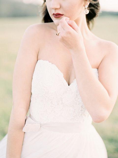 Romantic Lace Sweetheart Wedding Dress