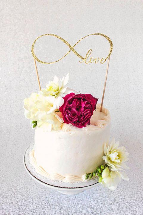 diy cake topper tutorial with cricut
