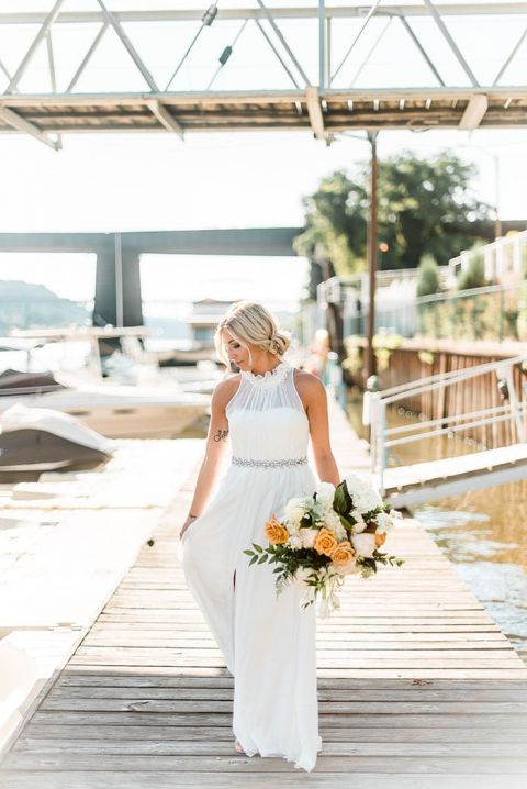 Elegant Riverside Bridal Photos with a Dreamy Wedding Dress