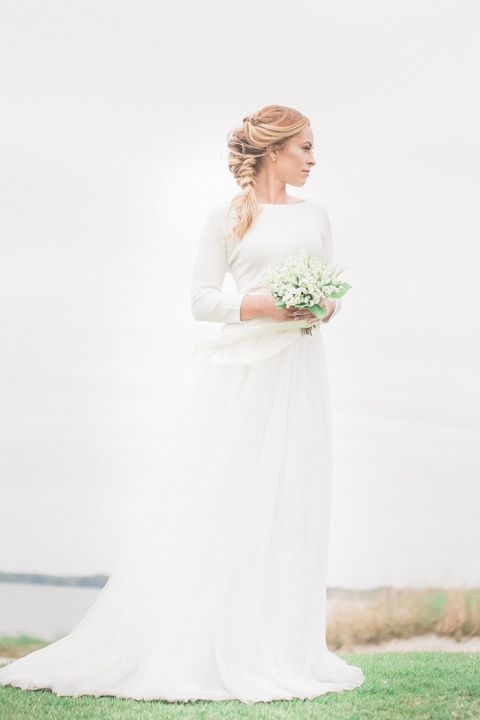 Romantic and Minimal Preppy Bridal Style