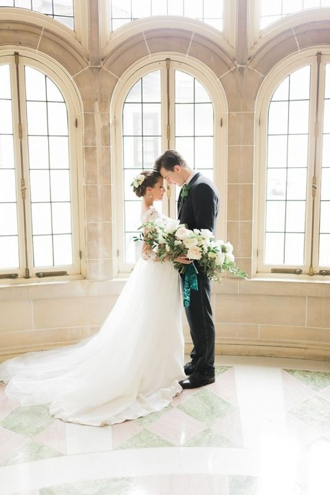 Statement Greenery for an Ethereal Illinois Wedding Shoot