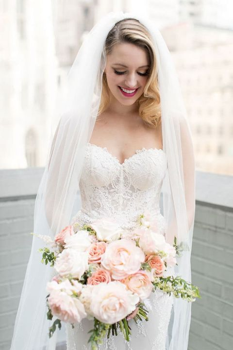 Vintage Glam Bride With a Long Veil