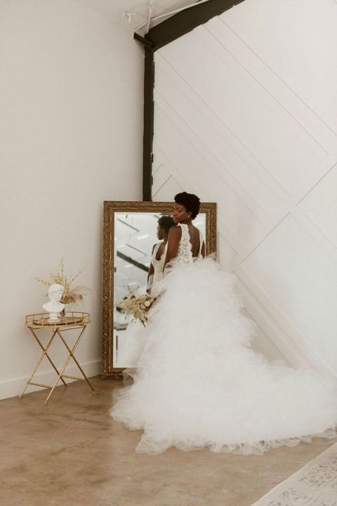 Stunning Ruffled Wedding Dress with Lace and Tulle